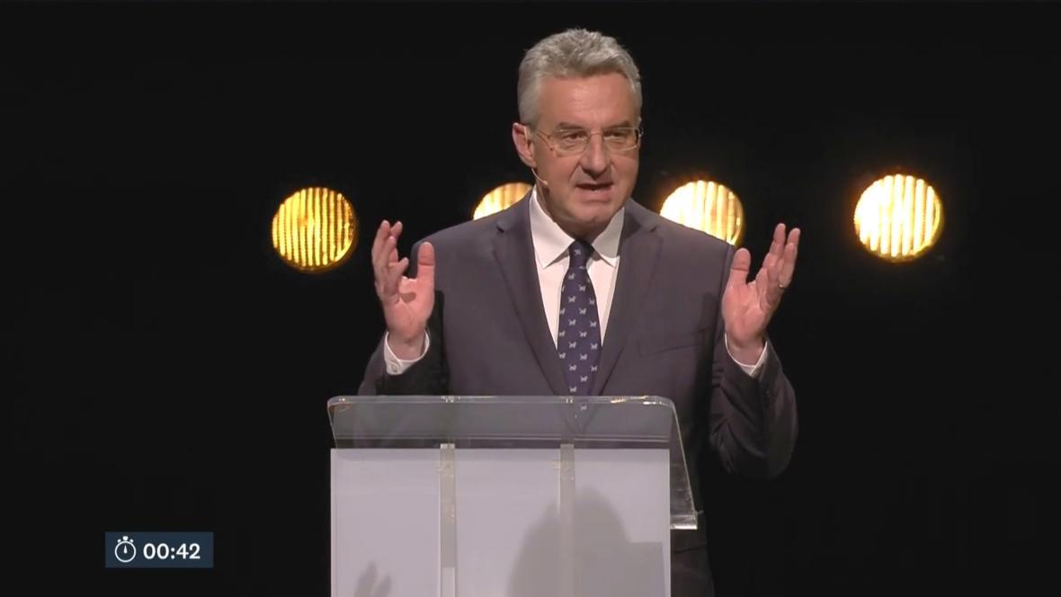Jan Zahradil během debaty v Maastrichtu