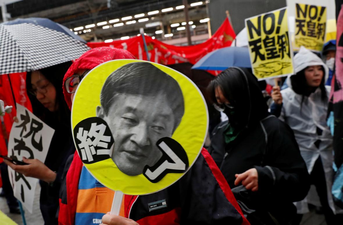 Někteří Japonci považují císařství za zbytečné