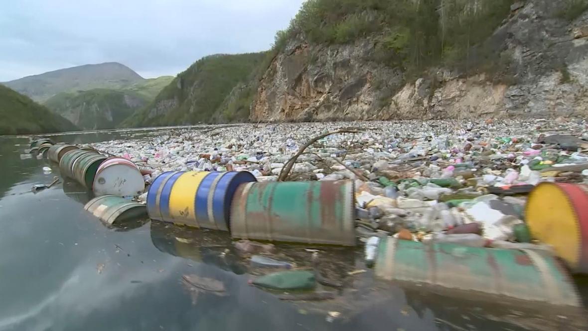 Odpad v bosenských řekách