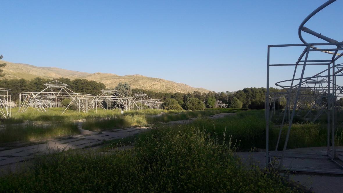 Konstrukce luxusních stanů, které nechal u Persepole vystavět šáh při oslavách 2500 let perské říše