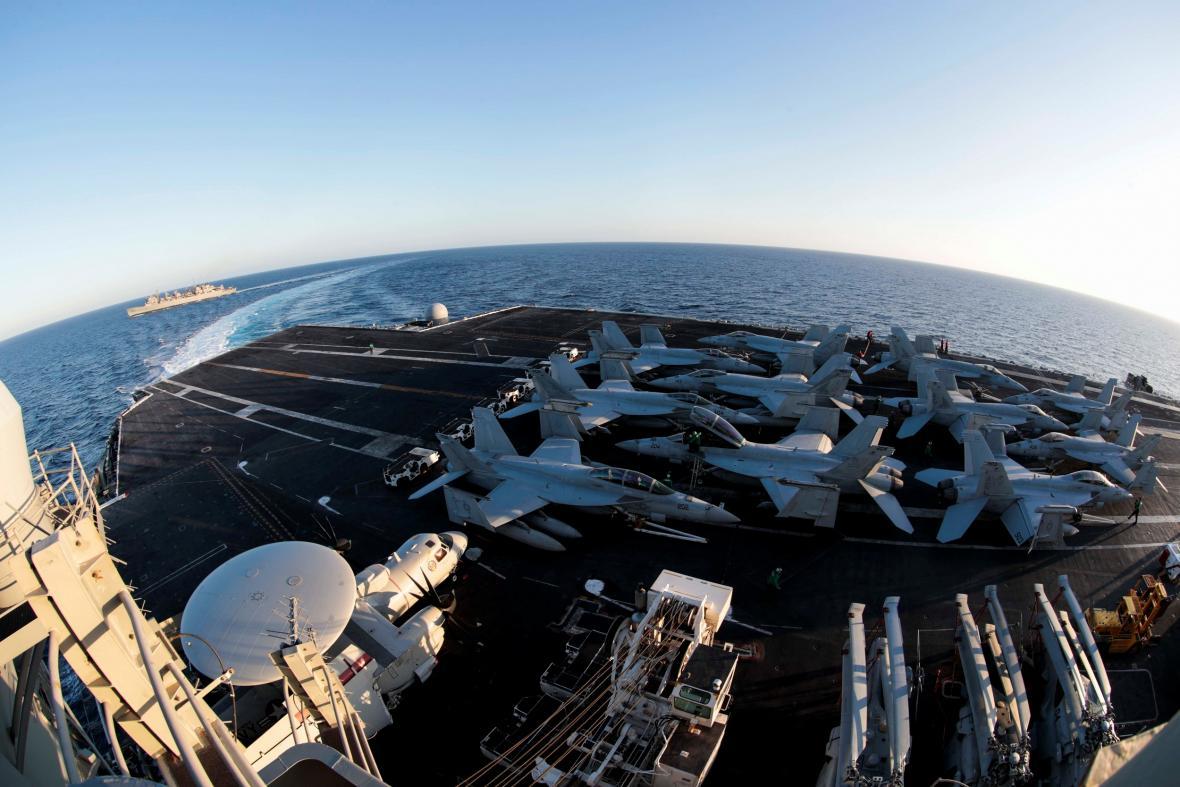 Americká letadlová loď USS Abraham Lincoln