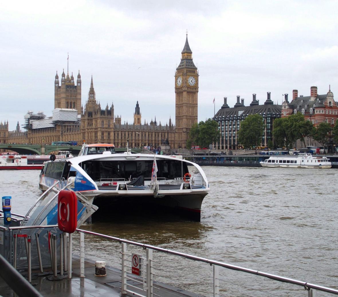Londýnský říční autobus