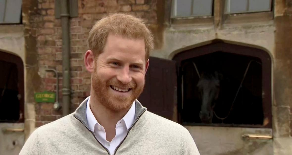 Princ Harry hovoří s médii po narození syna