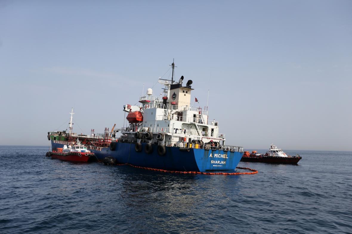 Jedním z poškozených tankerů je i loď plující pod vlajkou SAE