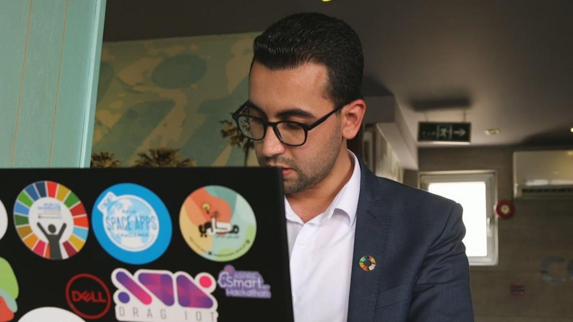 Ehab Kahwati se v uprchlickém táboře stal webovým vývojářem