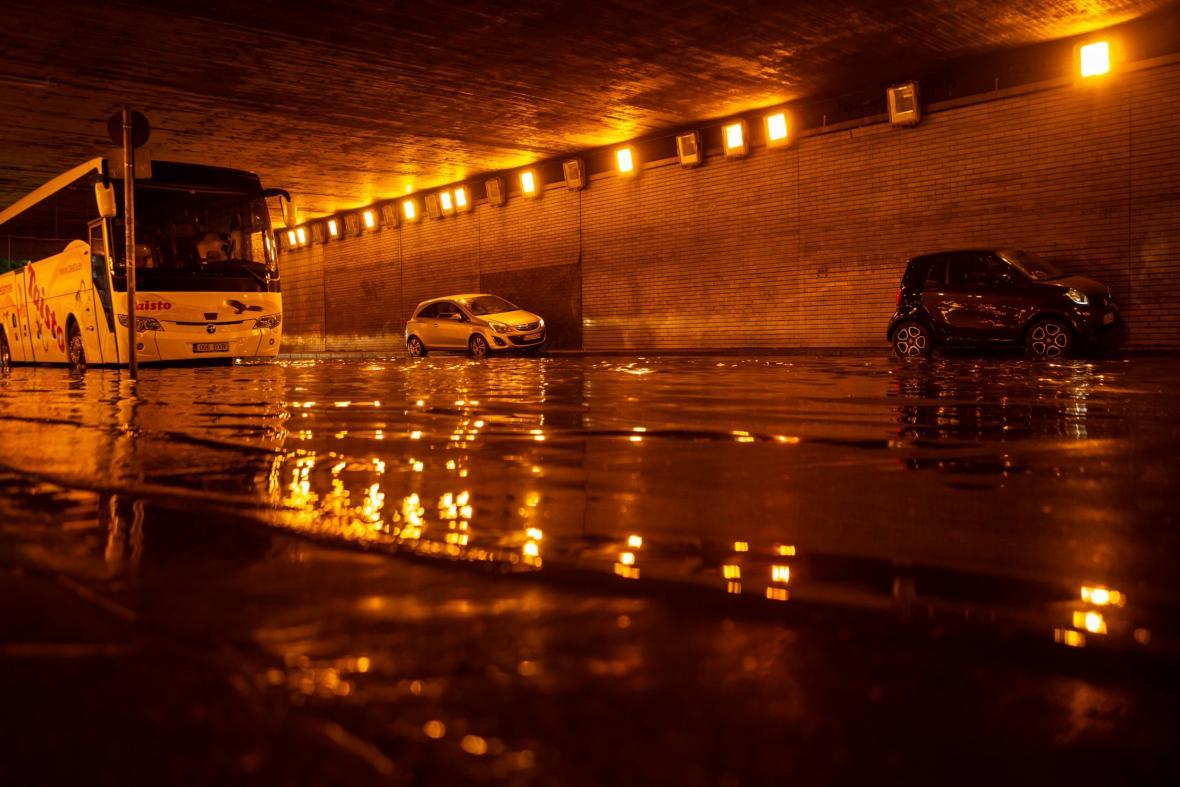 Vydatný déšť způsobil v Německu potíže v dopravě