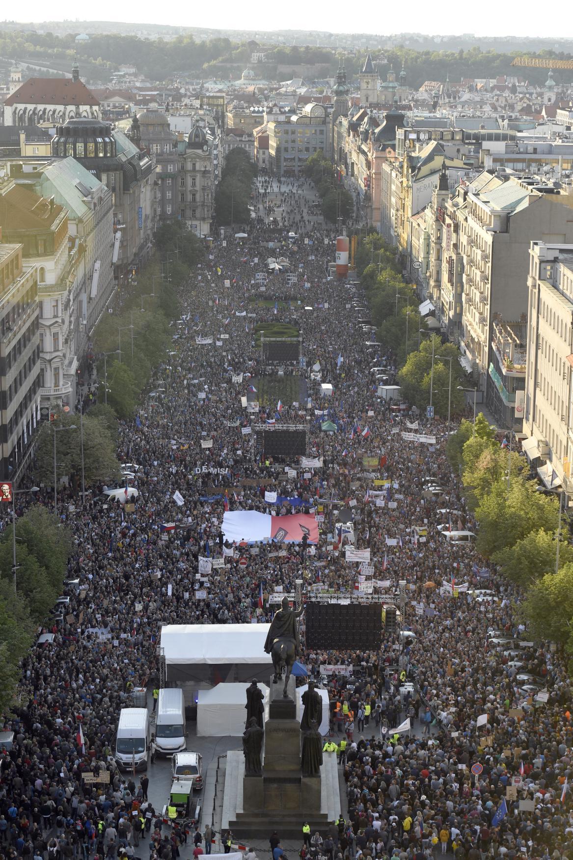 Demonstraci za demisi ministryně spravedlnosti Marie Benešové