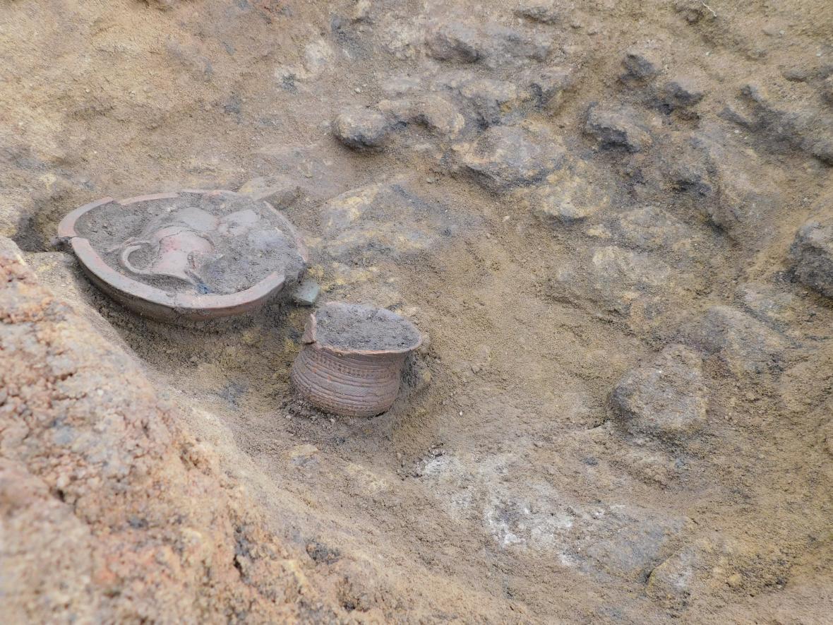 Část pohřební výbavy z období kultury se zvoncovitými poháry