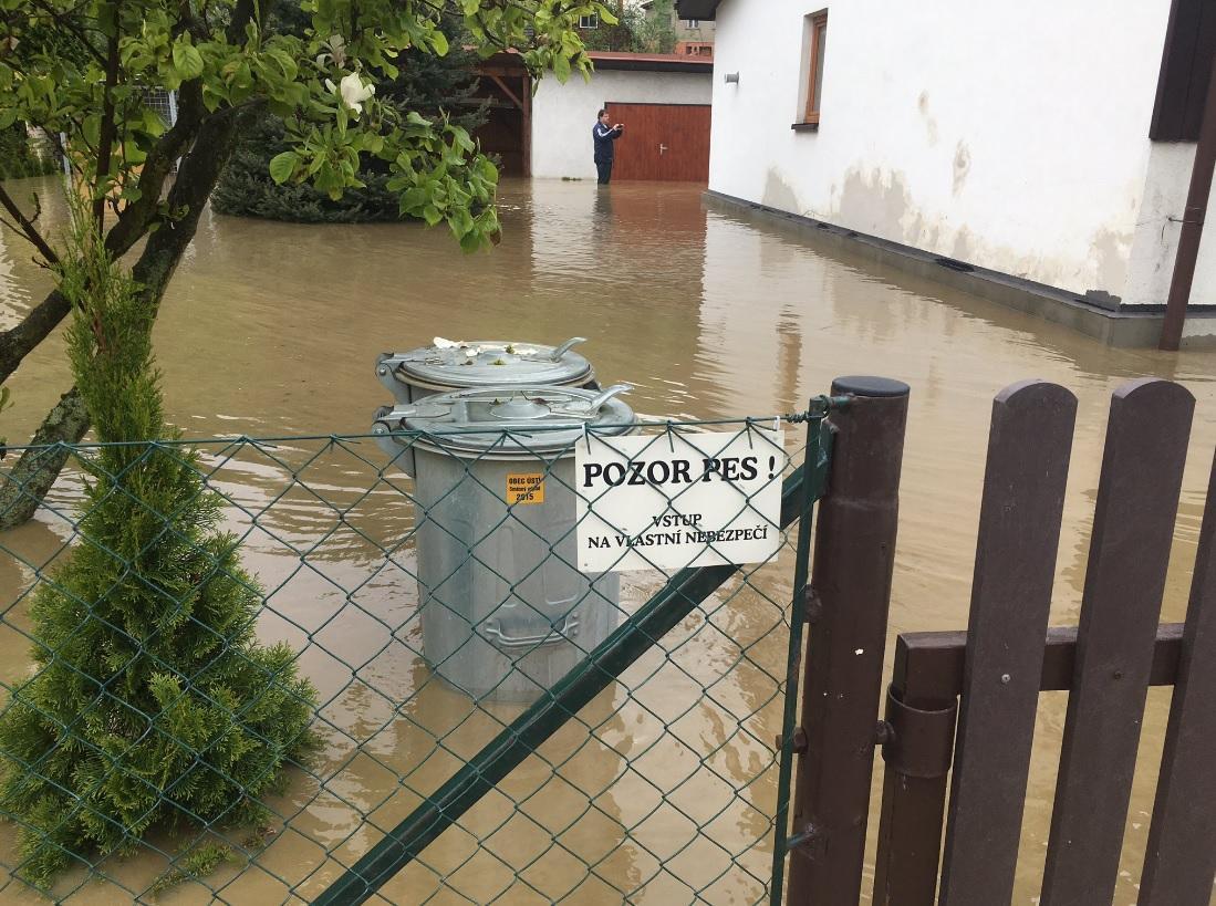 Zaplavená zahrada v Ústí u Vsetína