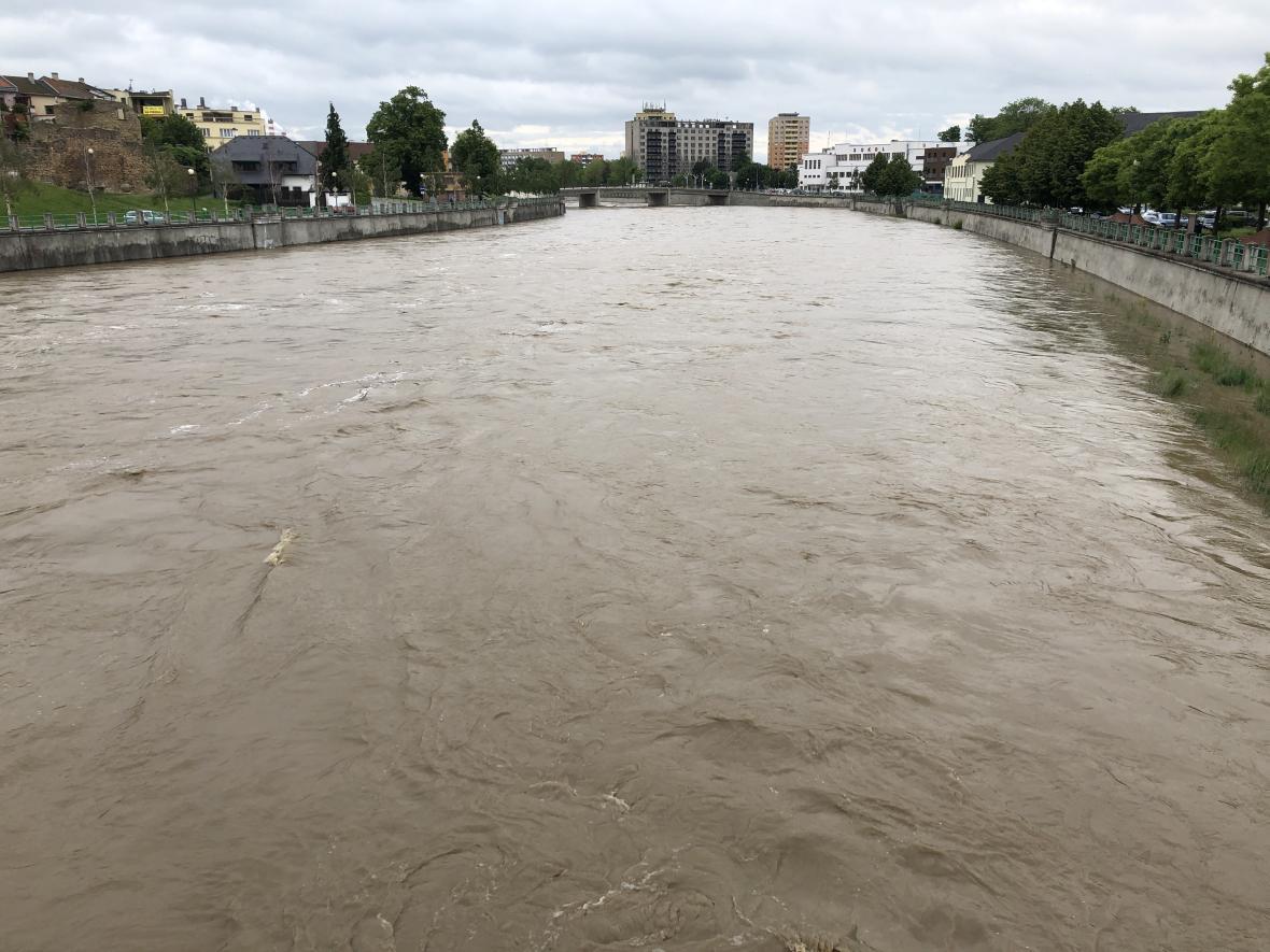 Rozvodněná řeka Bečva v Přerově