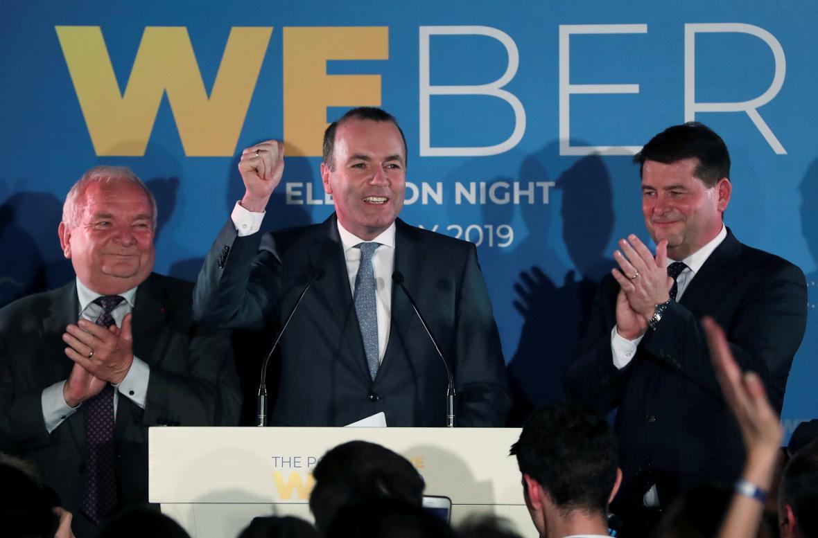 Vedoucí kandidát vítězných lidovců z EPP Manfred Weber