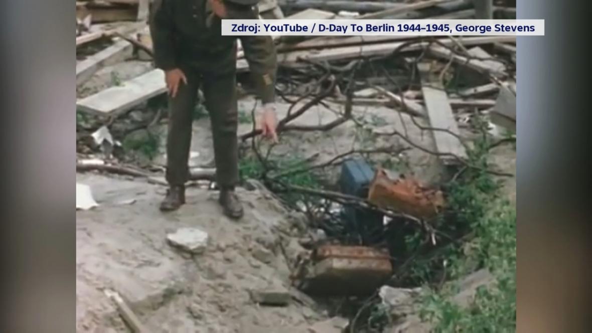 Stevensův tým nafilmoval i místo, kde bylo spáleno tělo Adolfa Hitlera