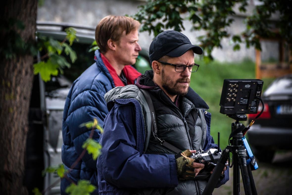 Kryštof Hádek a Jiří Mádl při natáčení filmu Modelář