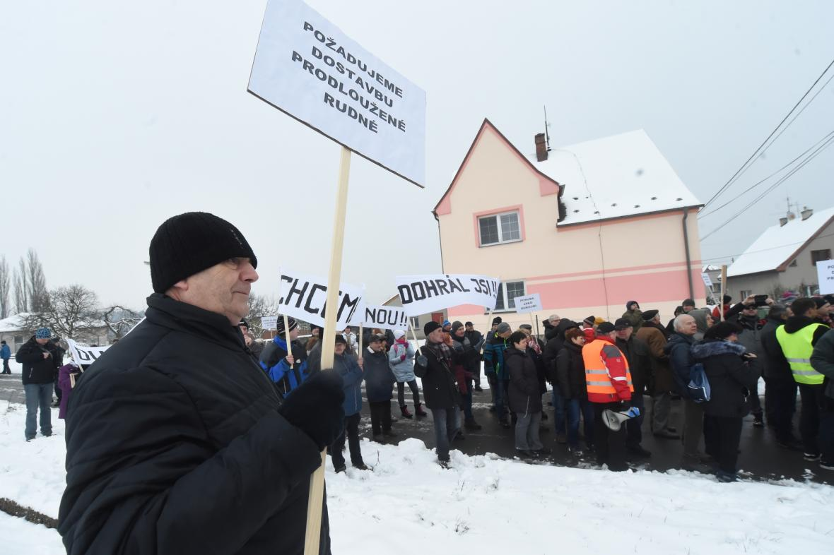 Protesty proti Dušanu Richtárovi, který blokoval dostavbu prodloužené Rudné (únor 2018)