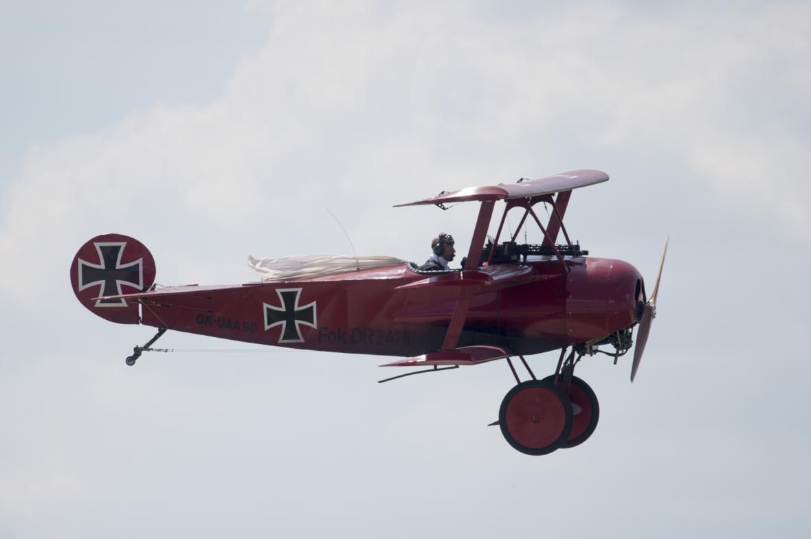 Letecká ukázka německého trojplošníku Fokker Dr.I