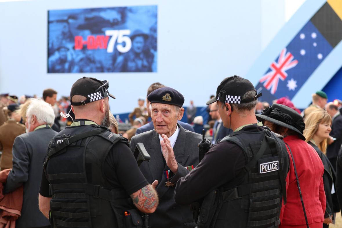 Do Portsmouthu přijel i 97letý válečný veterán Jim Booth