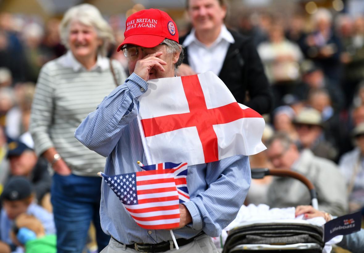 Do Portsmouthu dorazily davy lidí