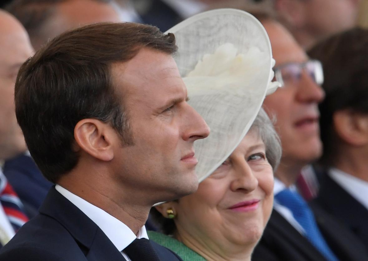 Francouzský prezident Emmanuel Macron s britskou premiérkou Theresou Mayovou