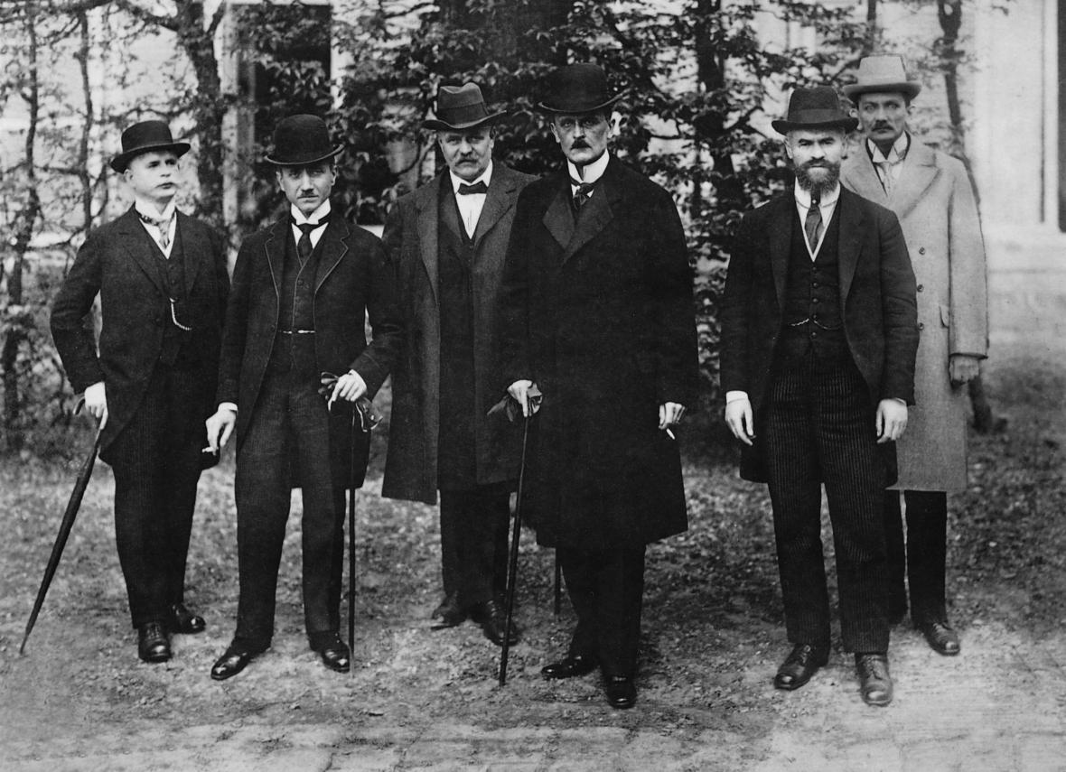Německá delegace (čtvrtý zleva je Ulrich von Brockdorff-Rantzau)