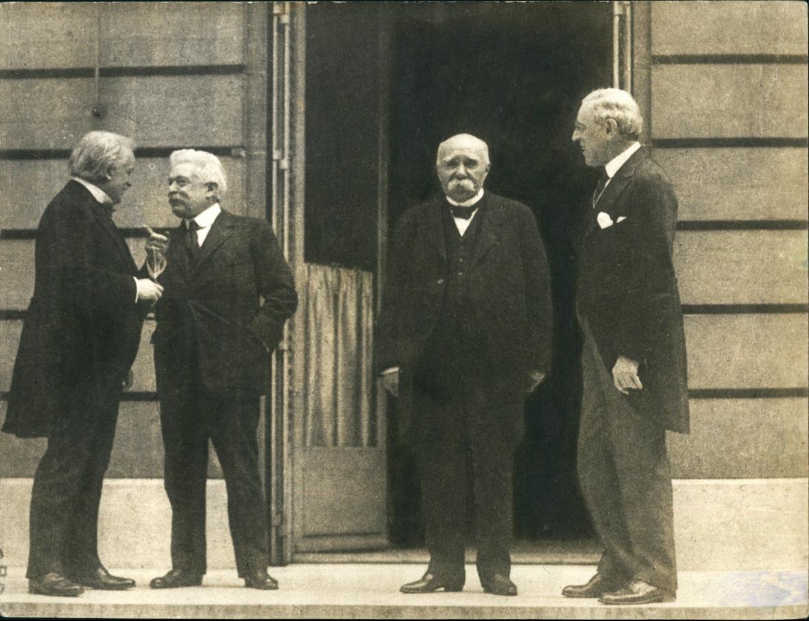Britský premiér David Lloyd George; italský premiér Vittorio Orlando; francouzský premiér Georges Clemenceau a americký prezident Woodrow Wilson