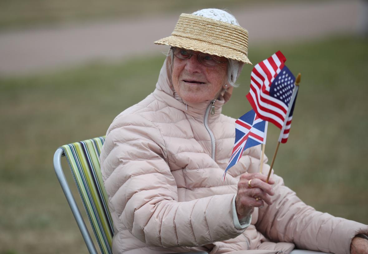 Ceremonii přihlíží i starší generace