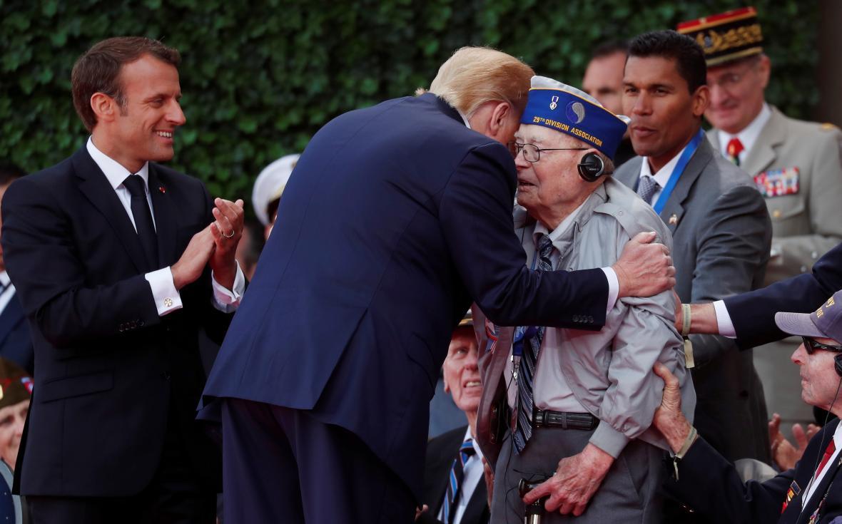 Donald Trump zdraví amerického vlečného veterána