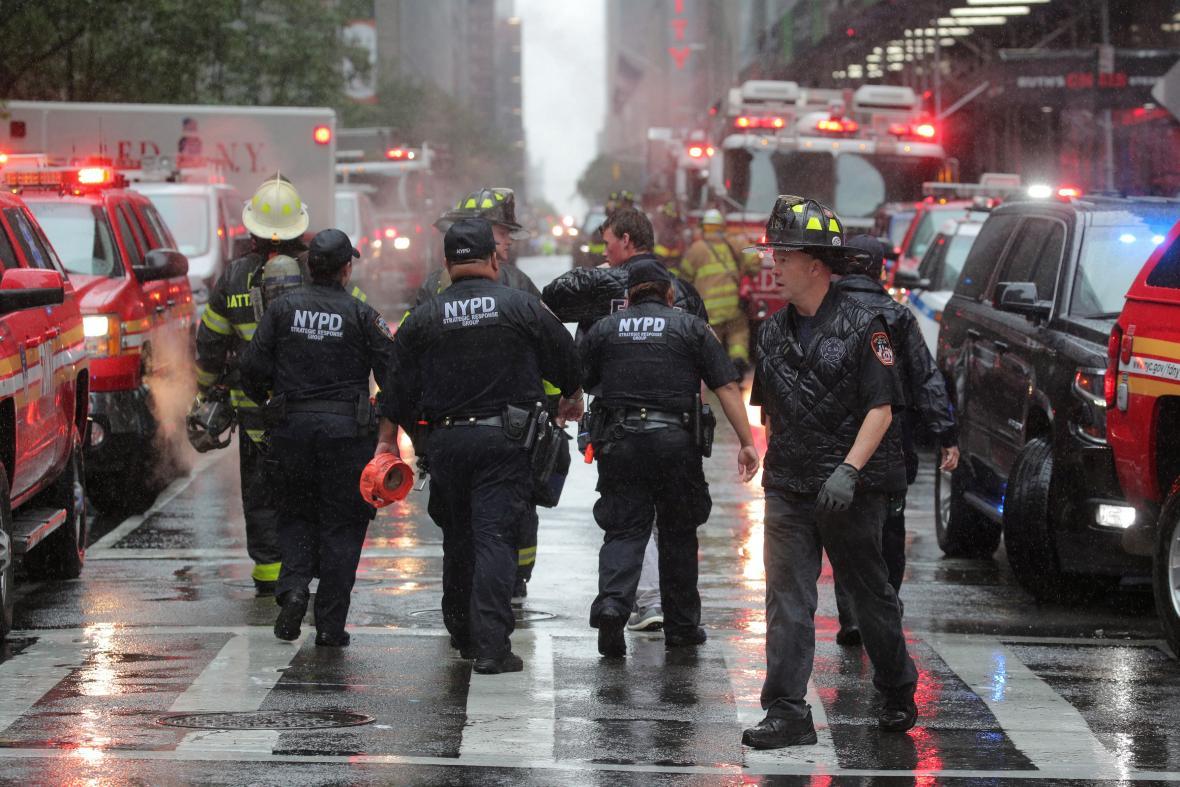 Policie u budovy v New Yorku, kde havaroval vrtulník
