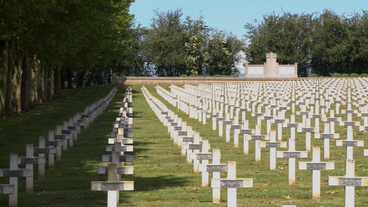Vojenský hřbitov s padlými vojáky tehdejšího Československa