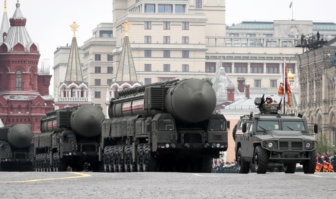 Rakety RS-24 Jars při přehlídce na Rudém náměstí v roce 2019