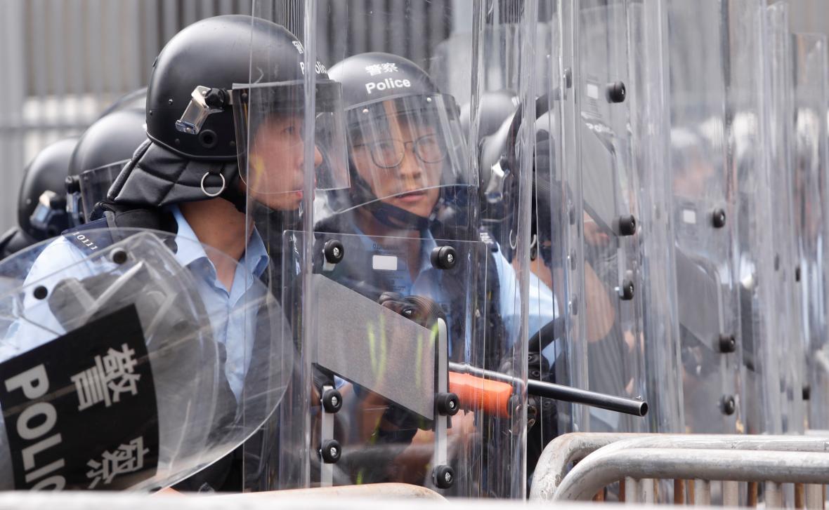 Policie v Hongkongu zasahuje při protestech