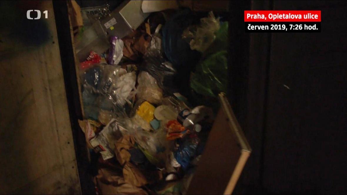 Nepořádek v ubytovně v Opletalově ulici v centru Prahy