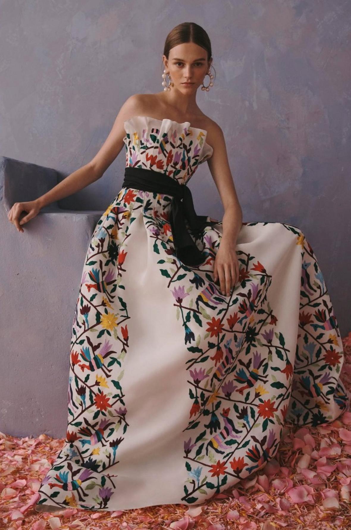Kontroverzní šaty značky Carolina Herrera