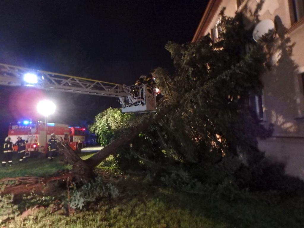 Zásah hasičů ve Rtyni v Podkrkonoší