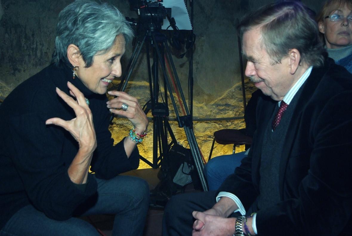 Joan Baezová a Václav Havel v roce 2009