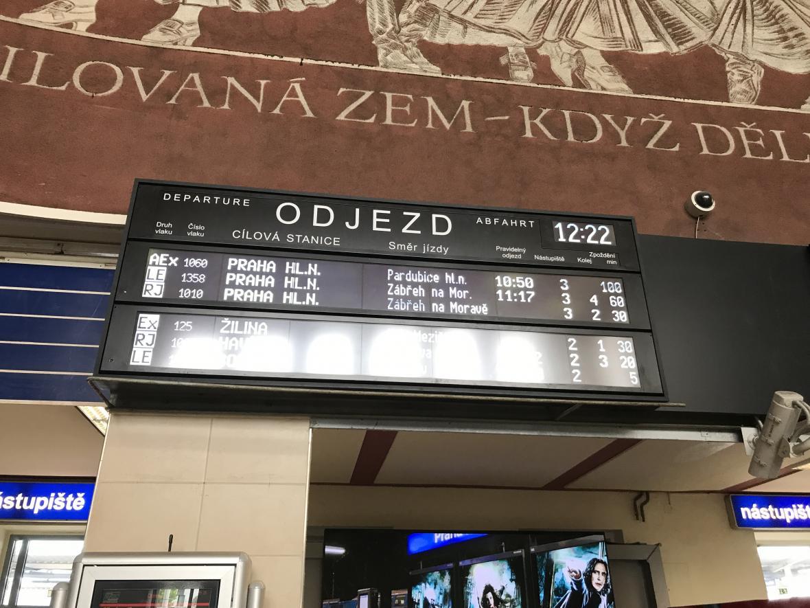 Informační tabule na Hlavním nádraží v Olomouci