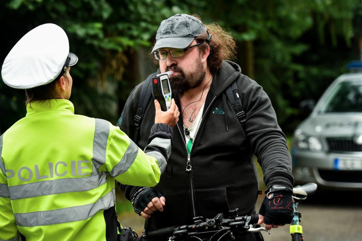 Policie se při kontrolách zaměřuje i na cyklisty