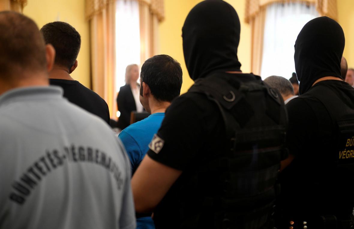 Soud s pašeráky lidí v Maďarsku