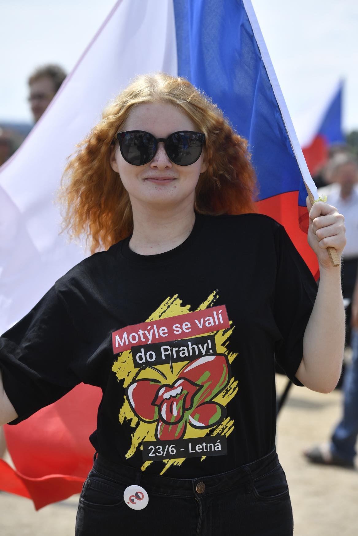 Účastnice demonstrace za nezávislost justice