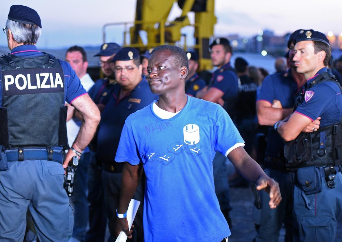 Jeden z migrantů po přístání loni Sea-Watch