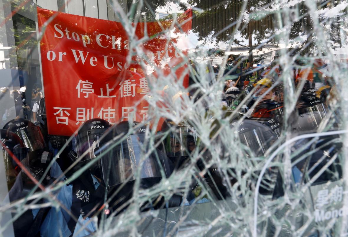 Pořádkový policie v budově hongkongského parlamentu