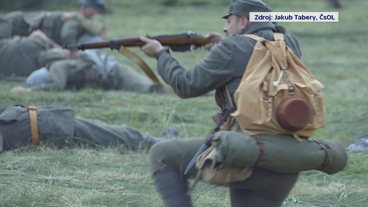 Rekonstrukce bojů z československo-maďarské války ve slovenské obci Hronská Dúbrava