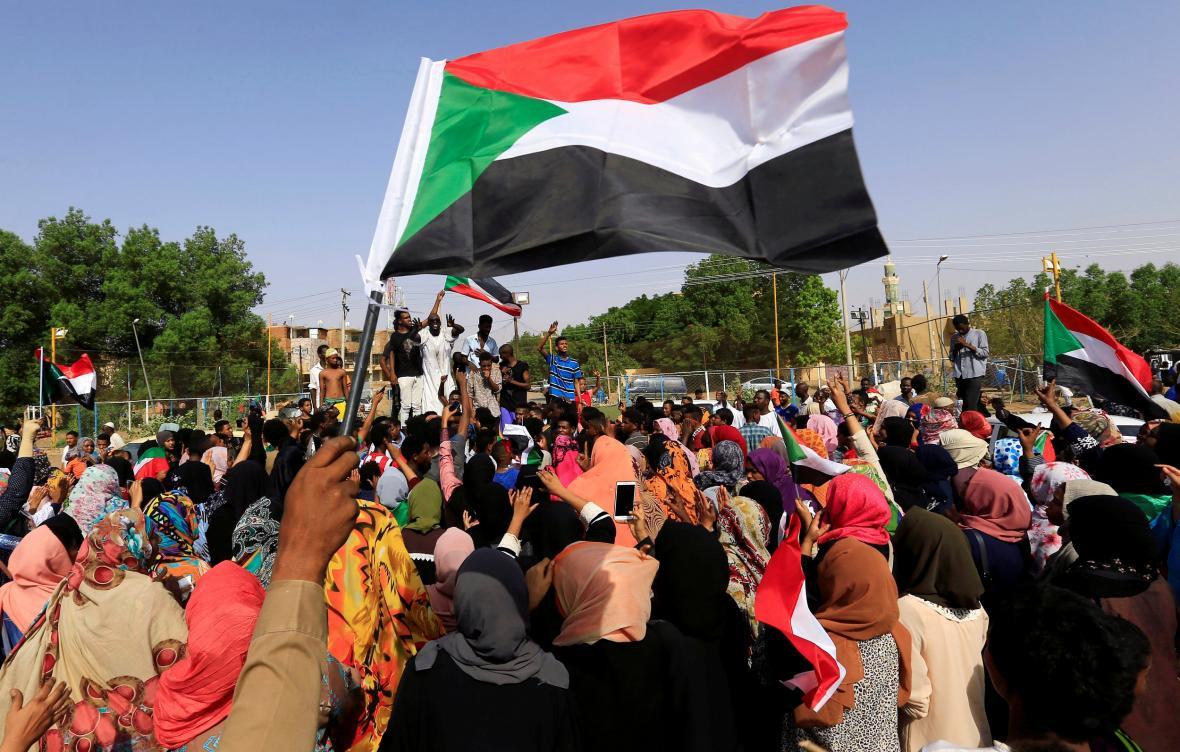Súdánci slaví dohodu o vzniku přechodné vlády