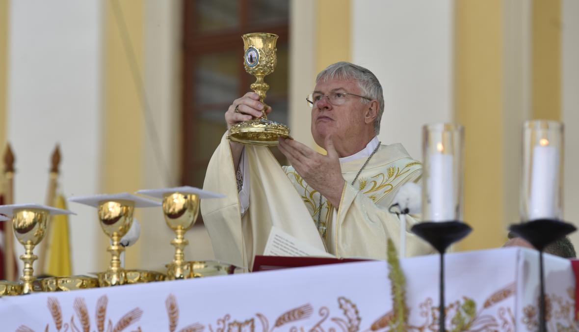 Apoštolský nuncius Charles Daniel Balvo při slavnostní poutní mši