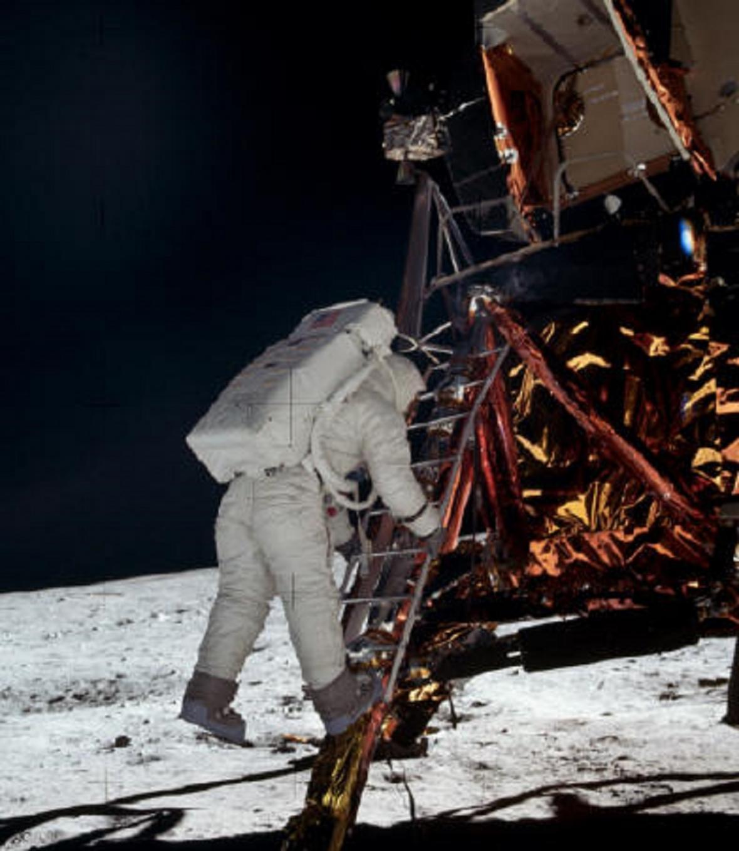 Aldrin skáče na Měsíc