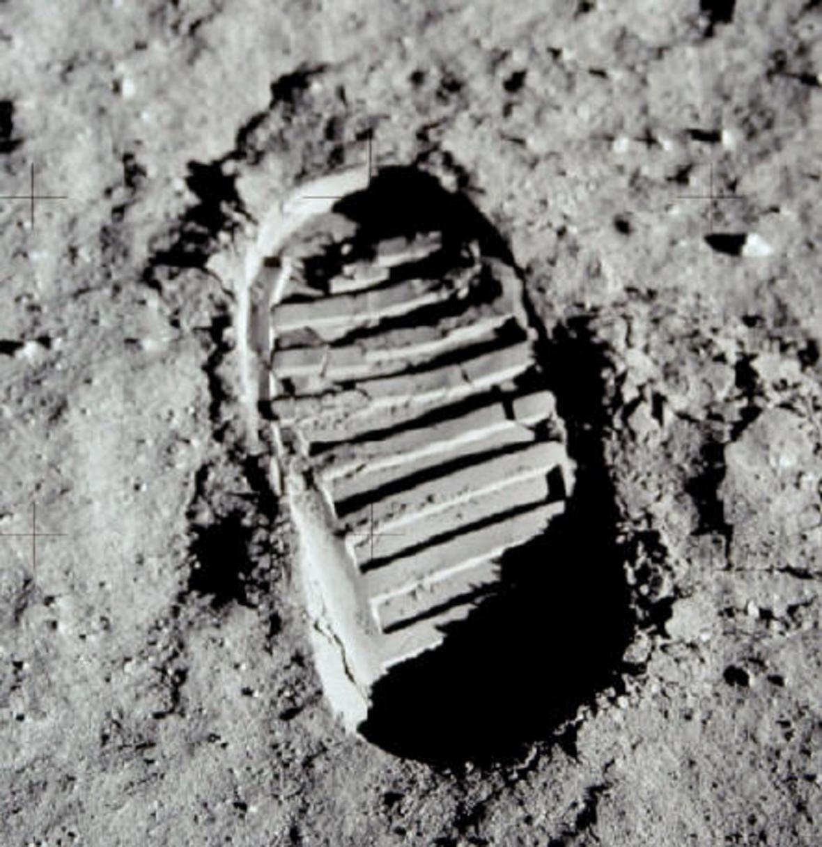 LIdská stopa na Měsíci