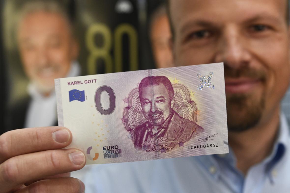 Eurobankovka s podobiznou Karla Gotta