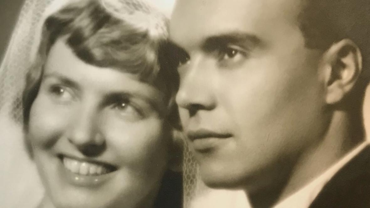 Svatební fotografie manželů Brabcových