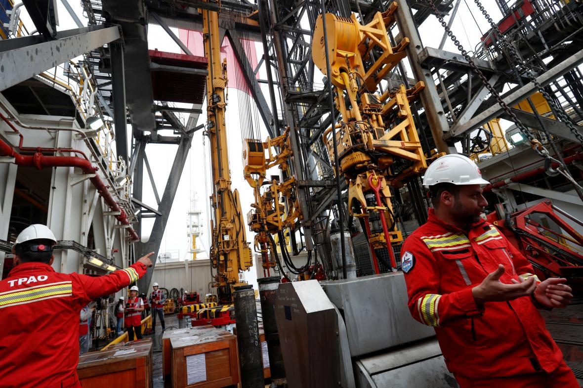 Pracovníci Turkish Petroleum Corporation účastnící se průzkumných vrtů u pobřeží Kypru