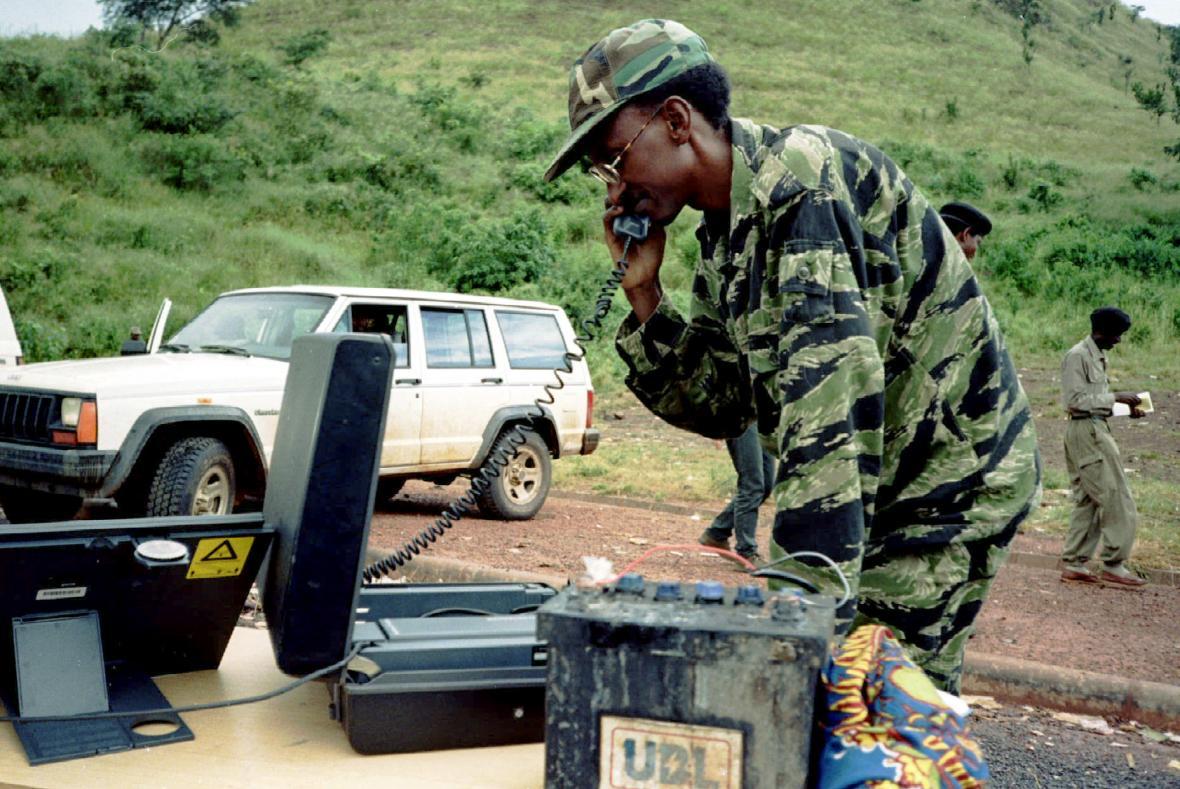 Generál Paul Kagame na snímku z května 1994, kdy velel Rwandské vlastenecké frontě