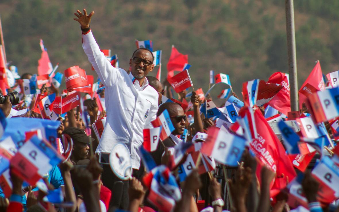 Paul Kagame vykonává čtvrtý prezidentský mandát a stále se těší přízni velké části Rwanďanů